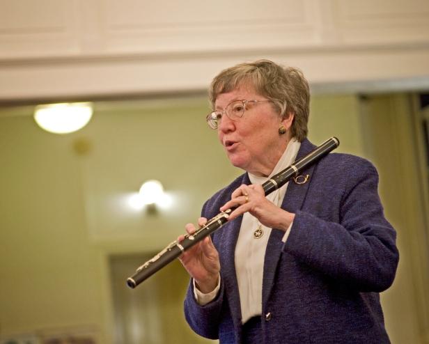 Collegium Musicum-Nola Knouse flute demo1_4