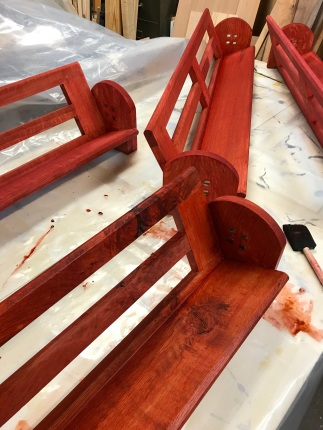Slanted shelves_red2